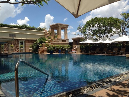 InterContinental Phnom Penh: Pool side
