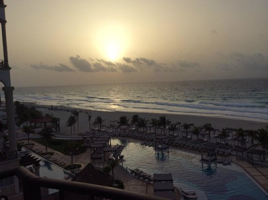 Hyatt Zilara Cancun : Sunrise view from room 415