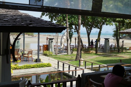 Nakamanda Resort & Spa: Beach View from Breakfast Table