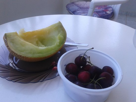 Marianna Hotel: Fruit from a little stall 2 mins from Marianna