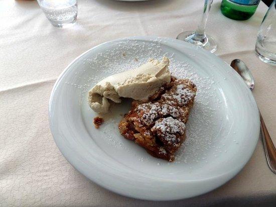 Osteria La Gensola : Pasticcio di mele e gelato alla cannella
