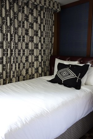 Kimpton RiverPlace Hotel : Our bed