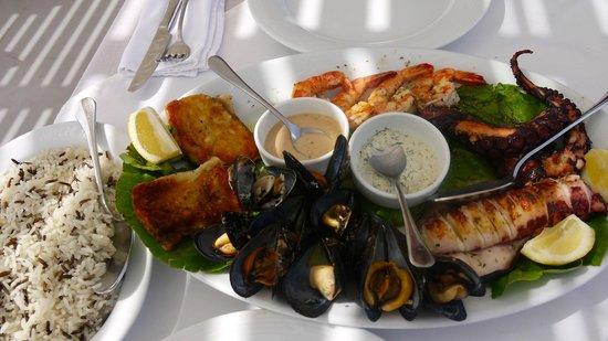 Ampelos Greek Restaurant & Wine Bar: Seafood platter