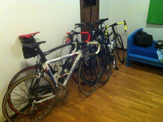 B&B Archi di Borgolungo Chiavari : Quatro bici a riposo ;)