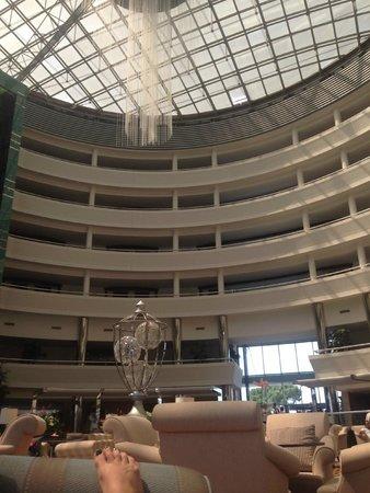 Calista Luxury Resort: внутри холла на ресепшене