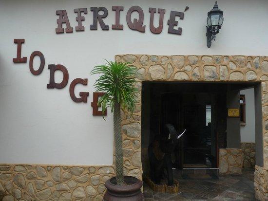 Lodge Afrique : entrée hôtel