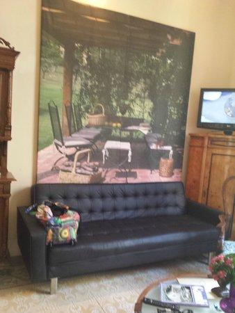 El Petit Palauet: Sofa