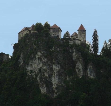 Castillo de Bled: Bled Castle looking somewhat Dracula-like!