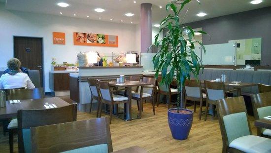 Holiday Inn Express Baden-Baden: ресторан