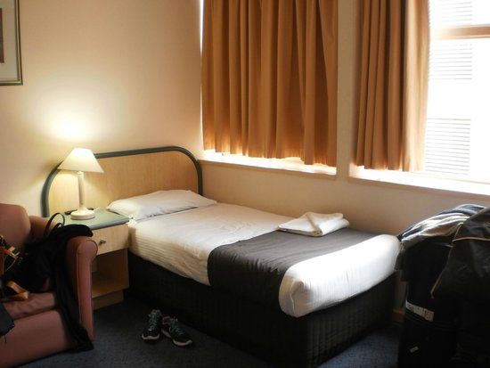 Adelaide Riviera Hotel: Single Bed in Family Room