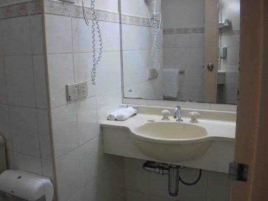 Adelaide Riviera Hotel: Bathroom