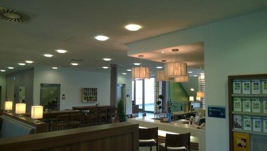 Holiday Inn Express Baden-Baden: лобби