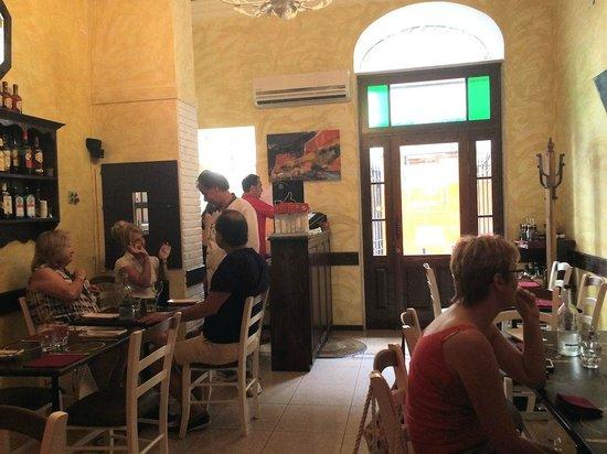 Zero Sei Trattoria Romana: Front dining room (Fausto in red)