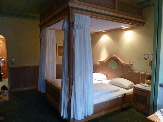 Alpendomizil Neuhaus: кровать