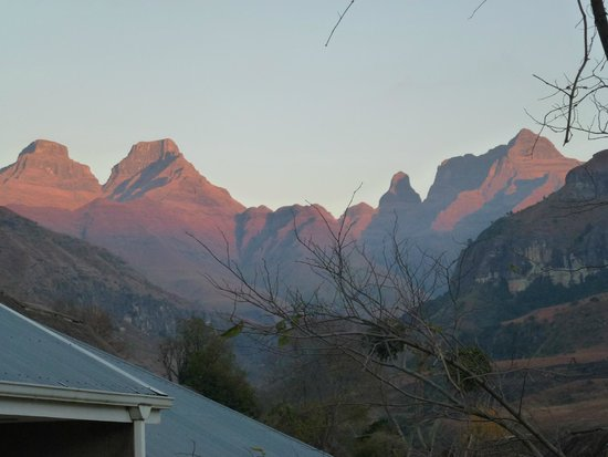 Cathedral Peak Hotel: Dawn