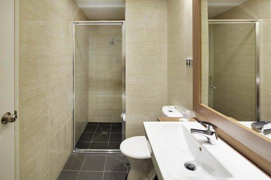 Quality Hotel Ambassador Perth: Premium Deluxe Room Ensuite Bathroom