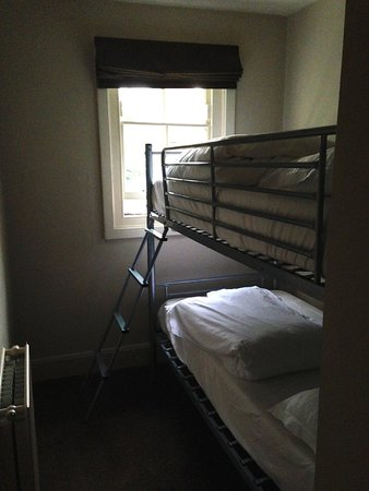 Hawkwell House Hotel: extra bunks in room 412