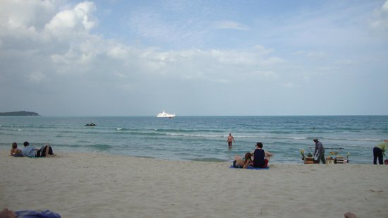 Banana Fan Sea Resort: Beach area
