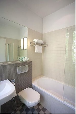Hotel de la Poste: Salle de bain avec baignoire