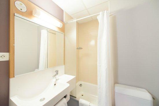 Hôtel B&B Cholet Centre: Salle de bain B&B