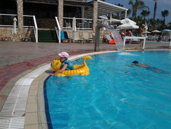Anastasia Beach Hotel: бассей