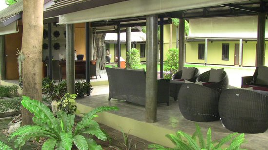 U Inchantree Kanchanaburi: outdoor lobby