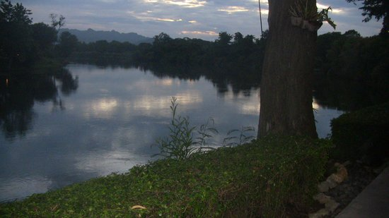 U Inchantree Kanchanaburi: river view 3