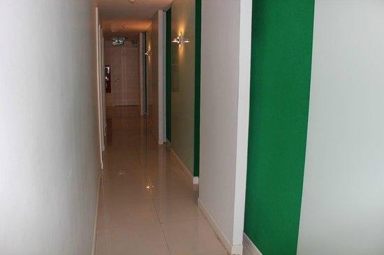 Lane Xang Princess Hotel: 以外と清潔な廊下