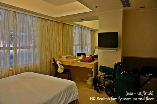 Hotel Benito: more space in master w/ working desk & lcd tv