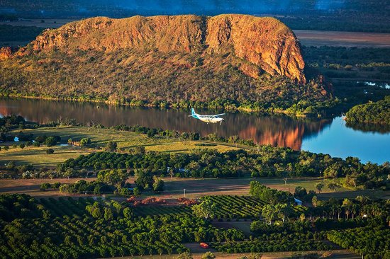 Aviair: Avair passing the mighty Elephant Rock along the Ord River