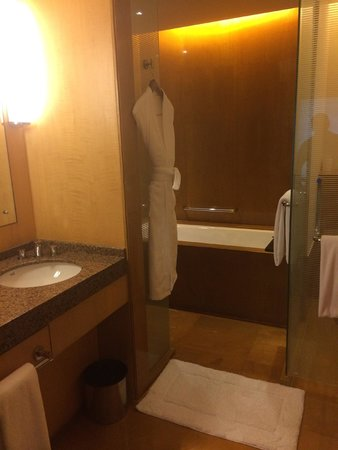Grand Hyatt Mumbai: Bathroom