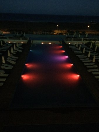 Sensimar Lagos by Yellow: The pool by night