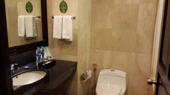 BEST WESTERN Resort Kuta: Toilet