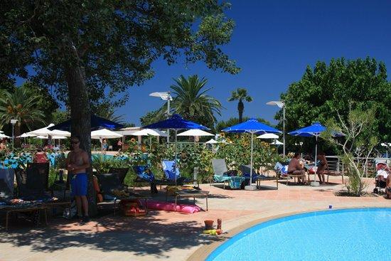 Caravia Beach Hotel : pool