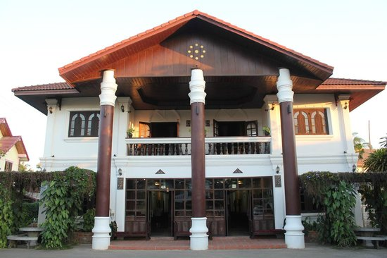 Vangsavath Hotel : ホテル外観