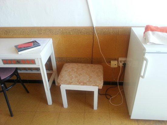 Hotel Rovira: suelo y pared de corcho