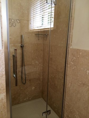 Daisybank Cottage Boutique Bed and Breakfast : Shower