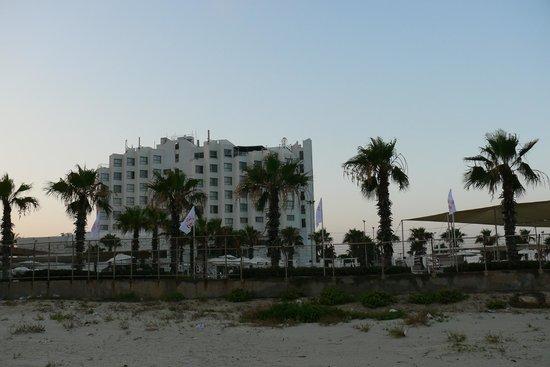 Acco Beach Hotel: Соседний отель Римоним