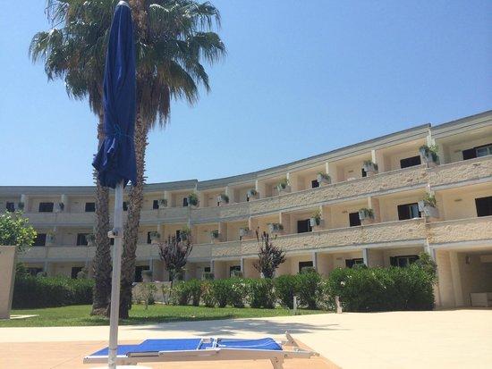 Bravo Daniela : Hotel visto dalla Piscina