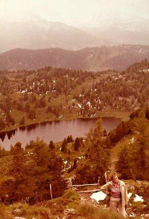 Nockberge: Blick hinunter zum Schwarzsee (1841m)