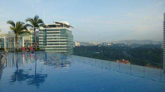 Aloft Kuala Lumpur Sentral: Tall, sexy infinity pool