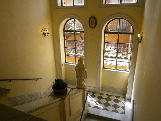 Piazza di Spagna View : Hallway