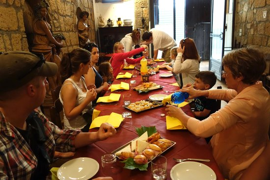 Italy Hotline Custom and Gourmet Tours: Breakfast at Pasticceria Adriana in Orvieto