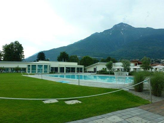 Seven Park Hotel: Poollandschaft