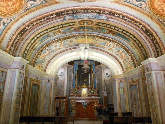 San Anton Gardens: a beautiful chapel