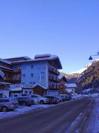 Hotel Aurora: вид на отель