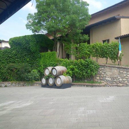 Borgo Santa Giulia: botte piccola vino buono