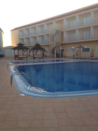 Surfing Colors Apartamentos: La piscina
