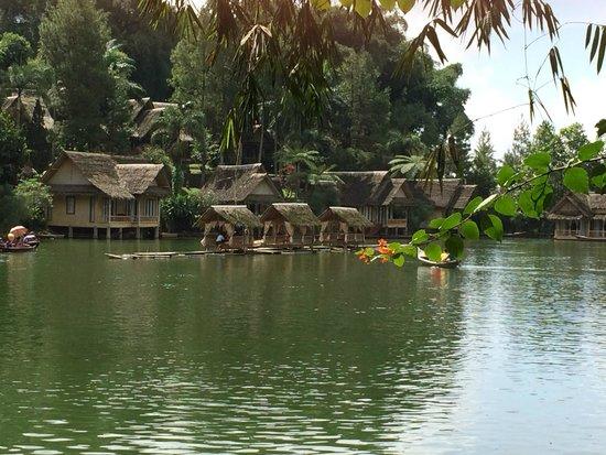 Kampung Sampireun Resort & Spa: pemandangan dari kamar