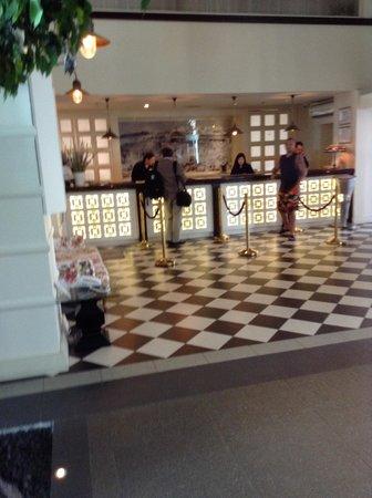 Herods Hotel Dead Sea: ресепшн
